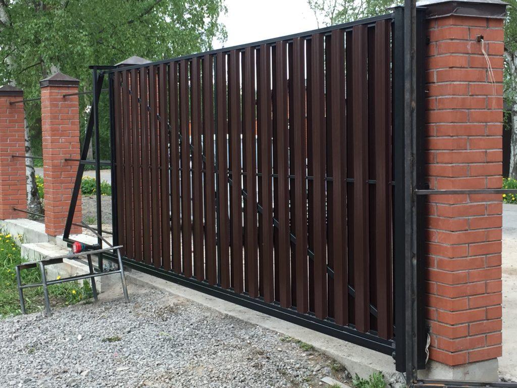 Откатные ворота с евроштакетником